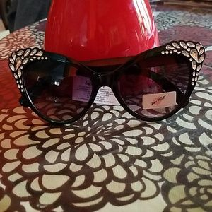 NWT Betsey Johnson sunglasses